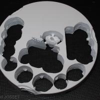 Fig.9 : galette de zircone après usinage de plusieurs éléments.